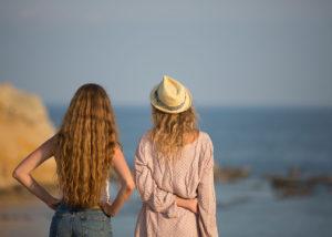 01-book-chicas-espalda-mar-albacete-aguilas-murcia