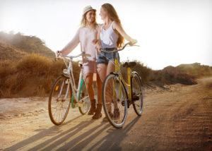 04-chicas-atrdecer-bicicletas-book