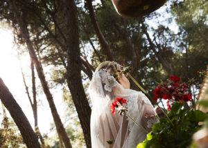 05-casa-novia-exterior-espalda-velo-flores-albacete
