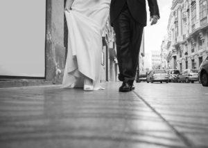 06-novios-pies-andando-albacete