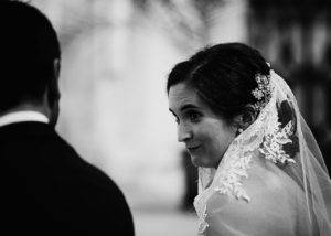 07-novia-altar-iglesia-albacete-novios-mirada-sonrisa