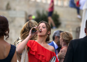 11-boda-invitada-bebiendo-catedral-albacete