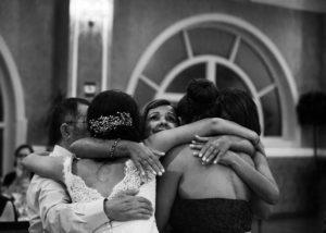 13-abrazo-novia-reportaje-familia