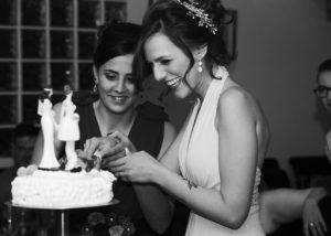 15-cortar-tarta-novias-sonrisa-albacete
