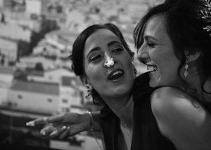 16-foto-novias-tarta-nariz-jugar