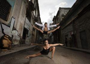 20-bailarines-salto-calle-habana-vieja-cuba