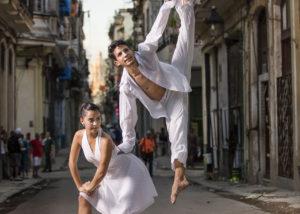 22-bailarines-blanco-salto-habana-vieja-cuba