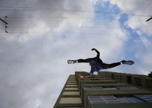 43-contrapicado-parkour-salto