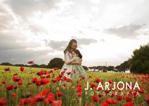 hermanas-abrazo-campo-amapolas-comunion-reportaje