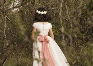 nina-comunion-espalda-albacete-arboles-naturaleza