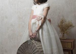 estudio-fotografia-nina-perfil-cesta-retro-albacete