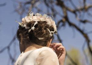 exterior-nina-comunion-espaldas-tocado-albacete