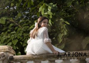 nina-fotografia-exteriores-sentada-barandilla-albacete